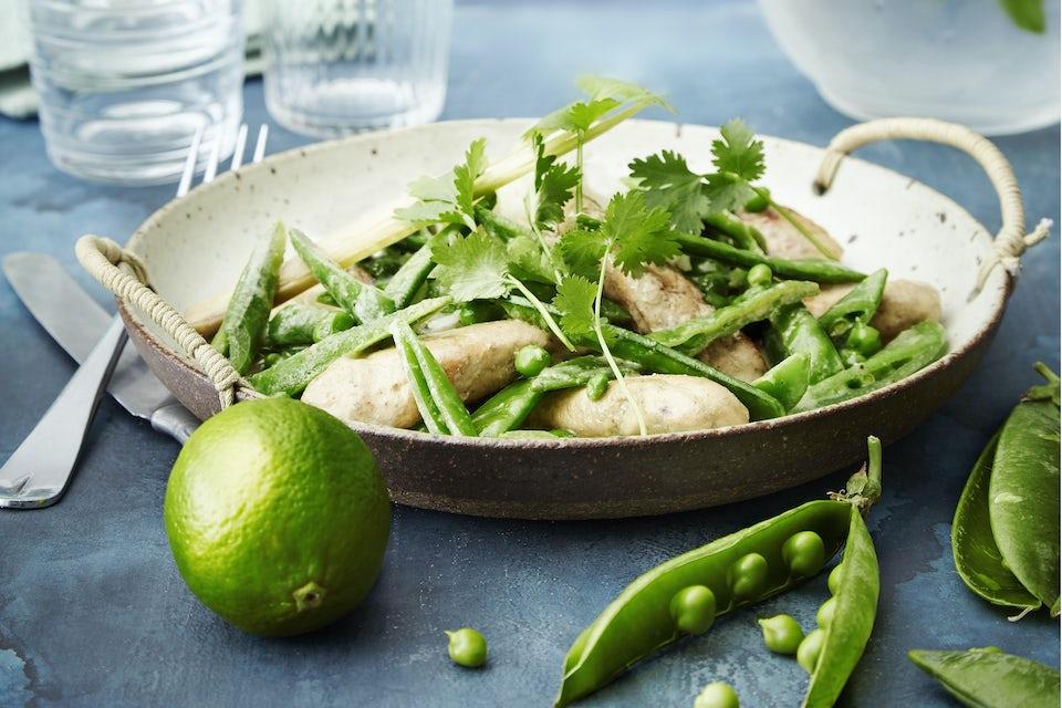 Tallrik med kyckling i grön curry