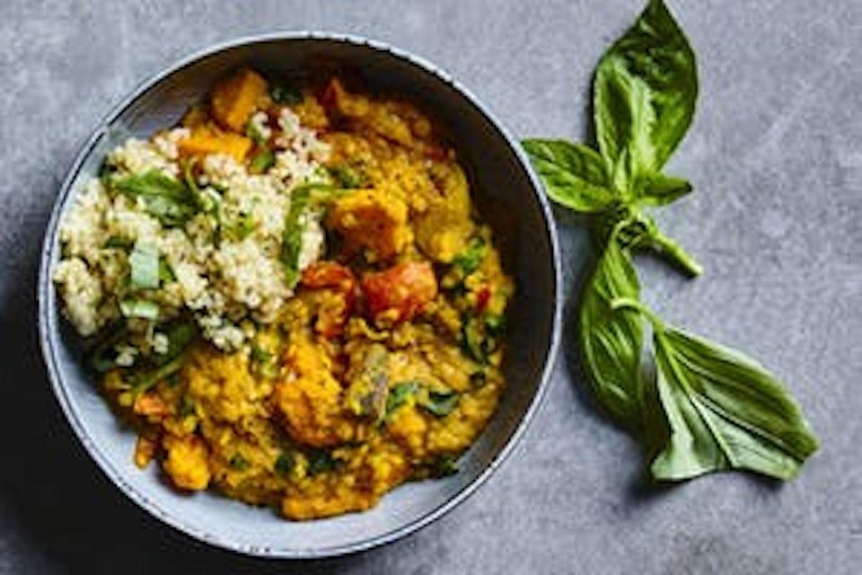 Kulhossa dal-muhennosta ja kvinoaa