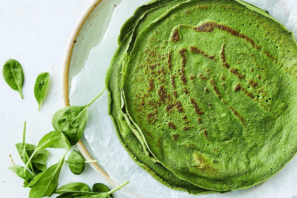 Tallerken med grønne pandekager