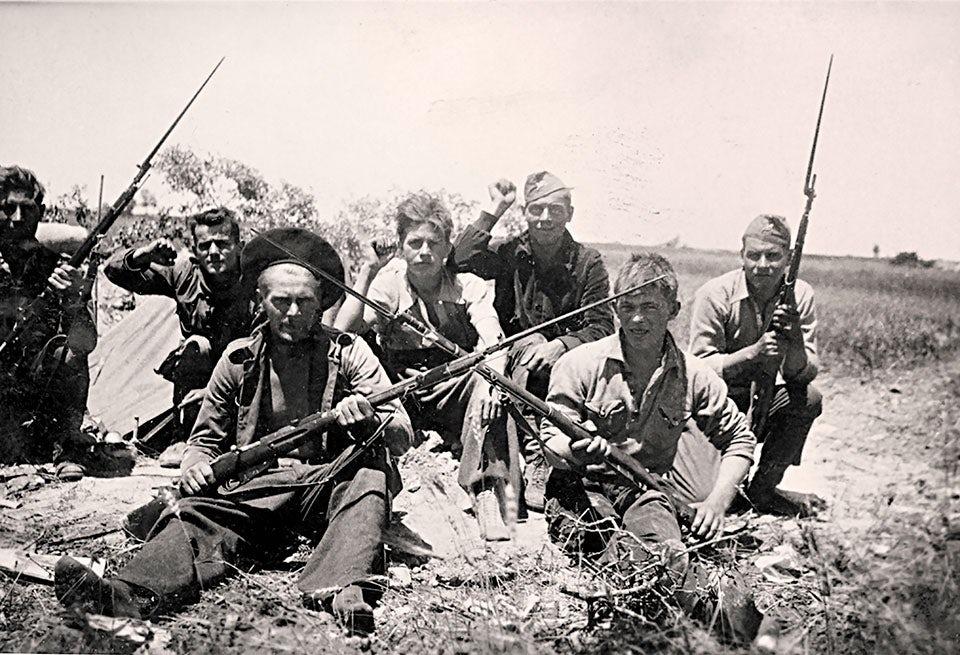 En grupp svenskar vid Guadalajarafronten.