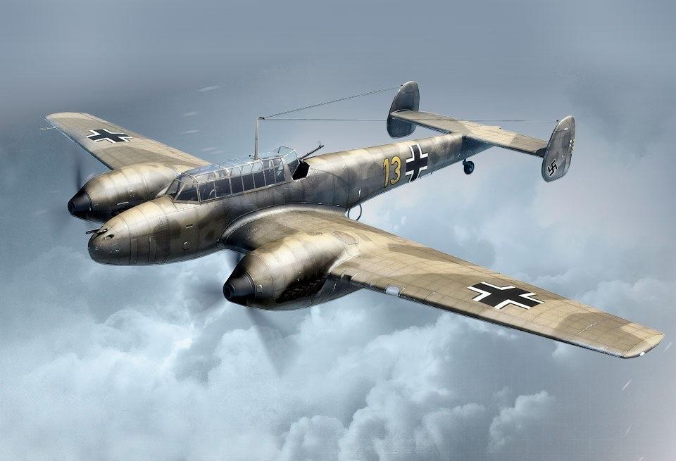 Messerschmitt Bf 110 var ett av världens kraftigast beväpnade jaktflygplan när den togs i tjänst. Redan de första versionerna hade fyra 7,92 mm kulsprutor och två 20 mm automatkanoner i nosen.