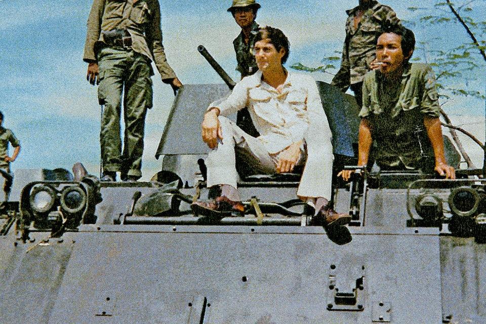 Bernhard Englund på en M113 pansarskyttefordon utanför Phnom Penh i april 1975.