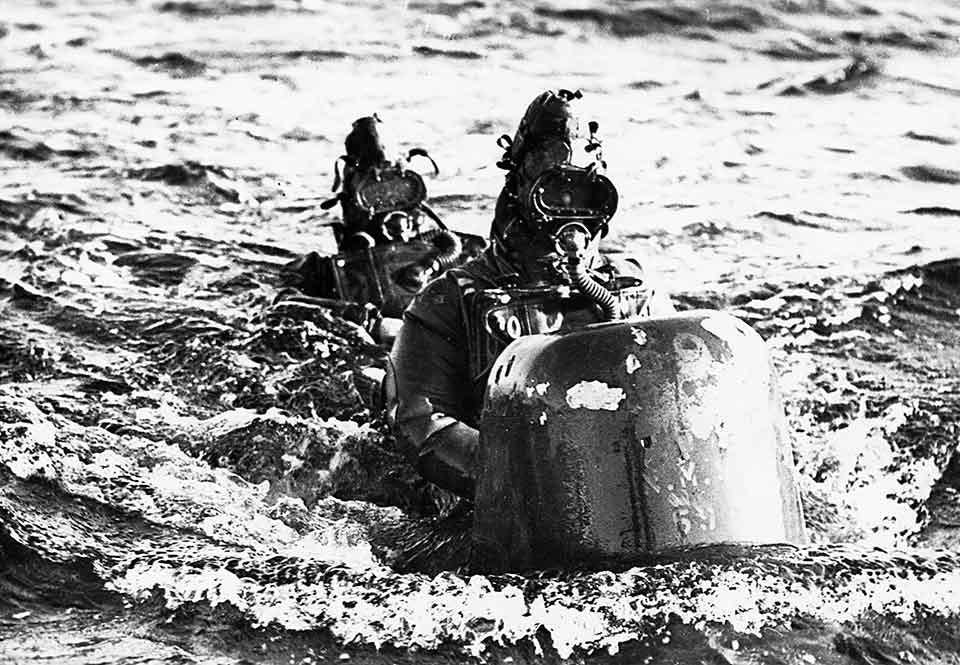 Dykare på en brittisk ChariotMk.
