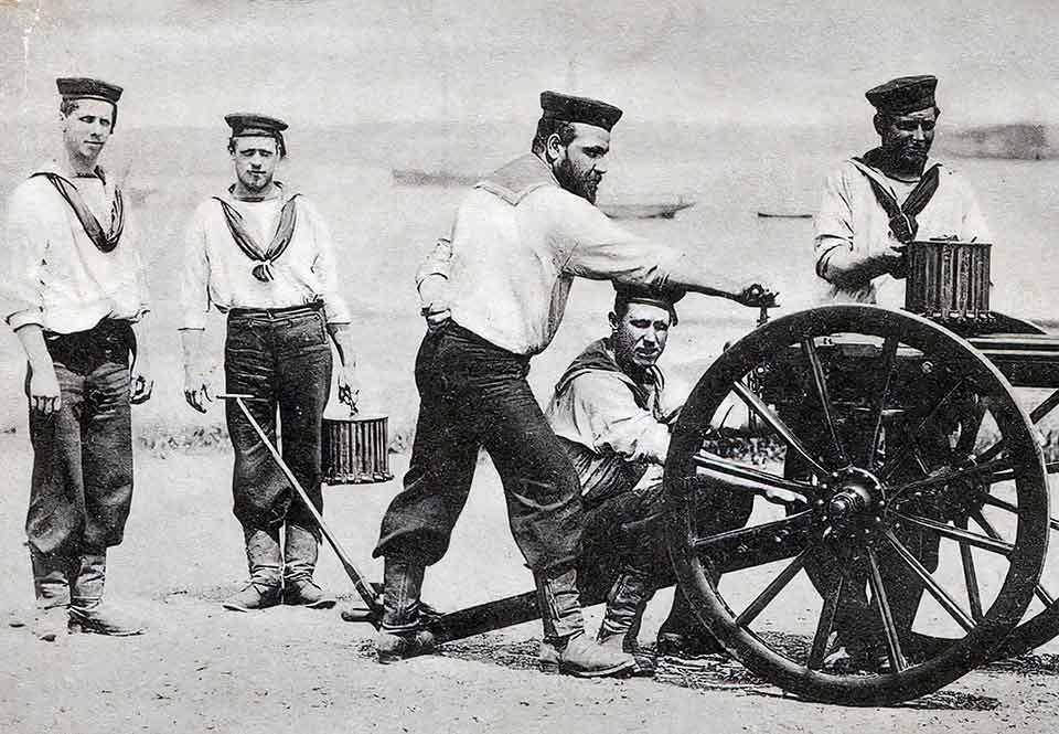vå Gatling-grupper ur den brittiska marinkårsbrigaden